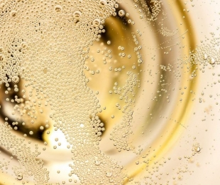 Sparkling wine bubbles between science and magic